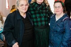 Η Μαριάννα Β. Βαρδινογιάννη με την πρωταθλητρία των Special Olympics Όλγα Δασουρά και την μητέρα της