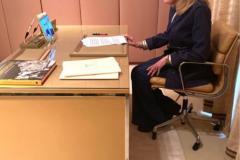 Η Μαριάννα Β. Βαρδινογιάννη κατά τη διάρκεια της συνομιλίας μέσω skype