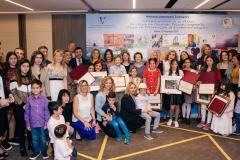 Ομαδική φωτογραφία με τους νικητές του Διαγωνισμού και τις οικογένειες τους