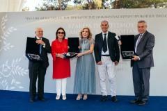 Μαριάννα Β. Βαρδινογιάννη και Δημήτρης Σφυρής με τους βραβευθέντες με τα Βραβεία Πολιτισμού