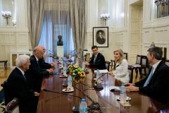 Η Μαριάννα Β. Βαρδινογιάννη με τον Νίκο Δένδια και τους συνεργάτες του στο Υπουργείο Εξωτερικών