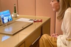 Η Μαριάννα Β. Βαρδινογιάννη συνομιλεί με τον μικρό Χρήστο
