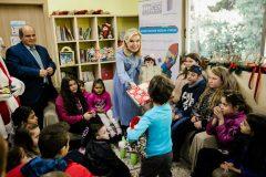 Δώρα αγάπης σε όλα τα παιδιά μοίρασε η Μαριάννα Β. Βαρδινογιάννη