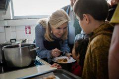 Ένα Χριστουγεννιάτικο γεύμα αγάπης για όλους ετοίμασε η Μαριάννα Β. Βαρδινογιάννη