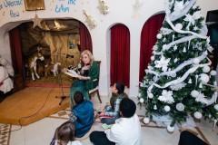 Η Μαριάννα Β. Βαρδινογιάννη διάβασε στα παιδιά μια ιστορία