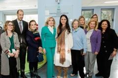 Μαριάννα Β. Βαρδινογιάννη και Δόμνα Μιχαηλίδου με μέλη του ΔΣ των Συλλόγων ΕΛΠΙΔΑ και ΟΡΑΜΑ ΕΛΠΙΔΑΣ