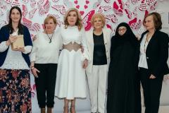 Η Μαριάννα Β. Βαρδινογιάννη με τις βραβευθείσες μητέρες