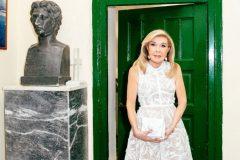 Η Μαριάννα Β. Βαρδινογιάννη στο χώρο όπου θα δημιουργηθεί το Αρχαιολογικό Μουσείο Ερμιονίδας