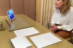 Η Μαριάννα Β. Βαρδινογιάννη συνομιλεί μέσω skype με τον Δήμαρχο Κηφισιάς Γιώργο Θωμάκο