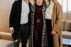 Η Μαριάννα Β. Βαρδινογιάννη με τον Μιχάλη Χατζηγιάννη και τη Ζέτα Μακρυπούλια