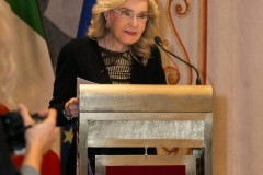 Η Μαριάννα Β. Βαρδινογιάννη κατά τη διάρκεια της ομιλίας της στην Ιταλική Γερουσία