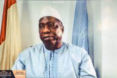 Ο επίσης βραβευθείς Δρ Morissanda Kouyaté