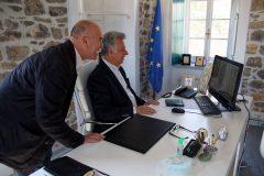 Η Μαριάννα Β. Βαρδινογιάννη συνομιλεί μέσω skype με τον Δήμαρχο Ερμιονίδας κύριο Γιάννη Γεωργόπουλο και τον Αντιδήμαρχο Ιωσήφ Ελ. Μερτύρη