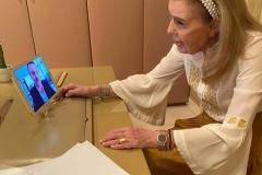 Η Μαριάννα Β. Βαρδινογιάννη συνομιλεί μέσω skype με τον Δήμαρχο Σαλαμίνας κύριο Γιώργο Παναγόπουλο