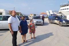 """Μέλη του ΔΣ του """"Υπερίωνα"""" παραλαμβάνουν τη γεννήτρια στο λιμάνι του Ληξουρίου"""