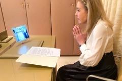 Η Μαριάννα Β. Βαρδινογιάννη συνομιλεί με τον Μητροπολίτη Πειραιώς Σεραφείμ