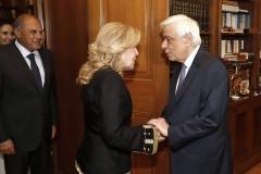Ο Πρόεδρος της Δημοκρατίας υποδέχεται την κυρία Μαριάννα Β. Βαρδινογιάννη