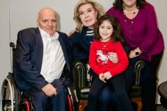 Η Μαριάννα Β. Βαρδινογιάννη με τον Γιώργο Φουντουλάκη και την οικογένειά του